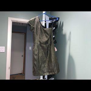 Size 6 gold pattern one shoulder dress